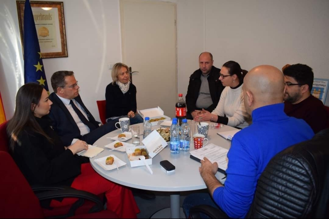 Kültür Bakanı İsmaili'den Üsküp Türk Tiyatrosu'na ziyaret