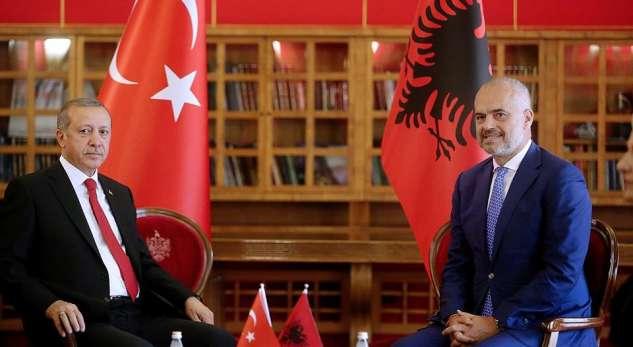 """Arnavutluk Başbakanı Rama: """"Türk halkının yanındayız"""""""