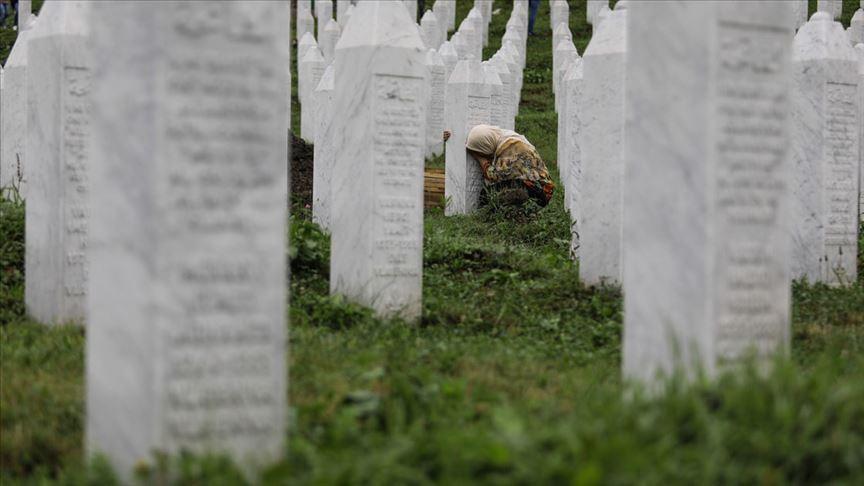 Bosna soykırımının faillerine 'insanlık' iadesi girişimi