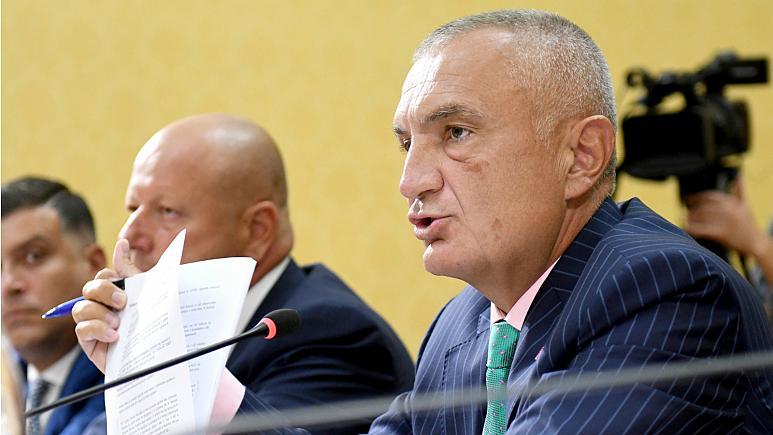 """Arnavutluk Cumhurbaşkanı'ndan """"hükümeti devirin"""" çağrısı"""