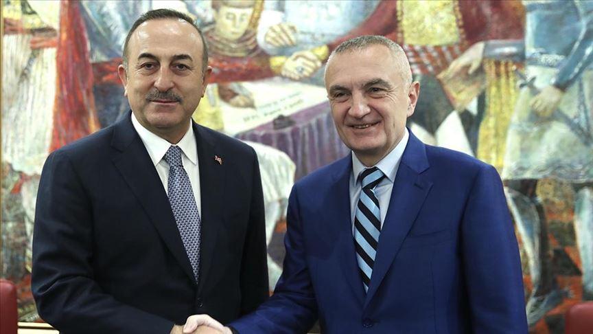 Dışişleri Bakanı Çavuşoğlu, Arnavutluk'ta resmi temaslarda bulundu