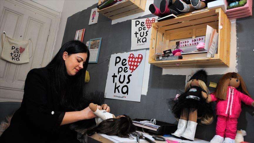 Saraybosnalı tasarımcı kızı için yaptı bez bebekleri dünyaya satıyor
