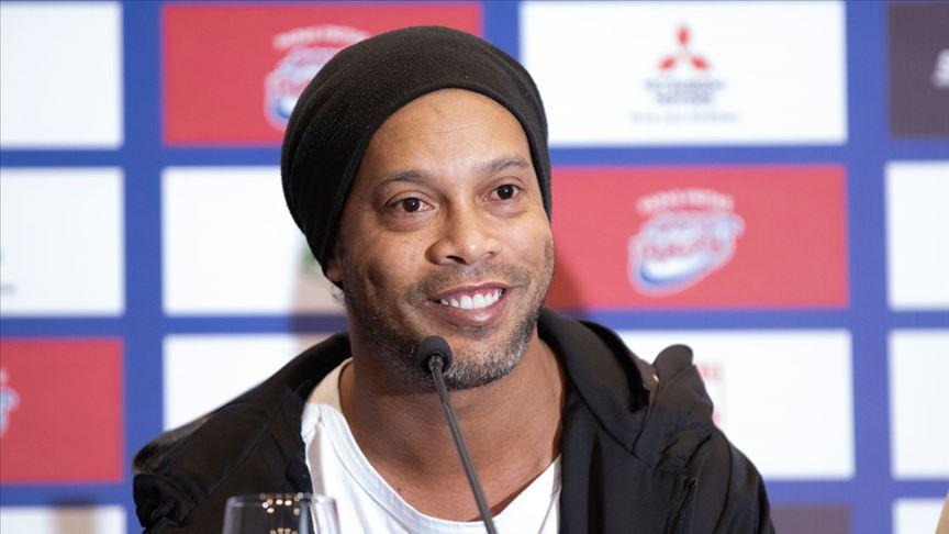 Eski yıldız futbolcu Ronaldinho Paraguay'da gözaltına alındı