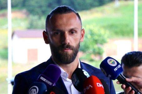 Fenerbahçeli futbolcu Vedat Muriçi'den, Kosova'ya 'EVDE KAL' çağrısı