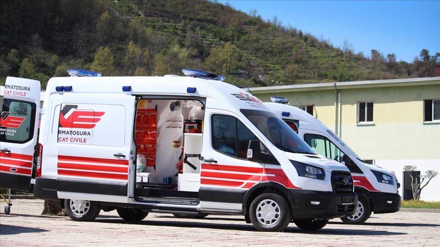 Türkiye'denArnavutluk'a ambulans yardımı