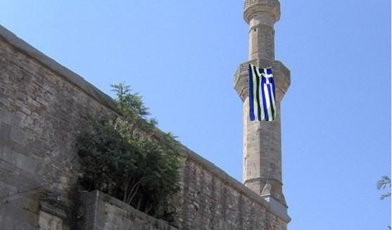 Dimetoka'da Çelebi Sultan Mehmet Camii'nin Minaresine Yunan Bayrağı Astılar