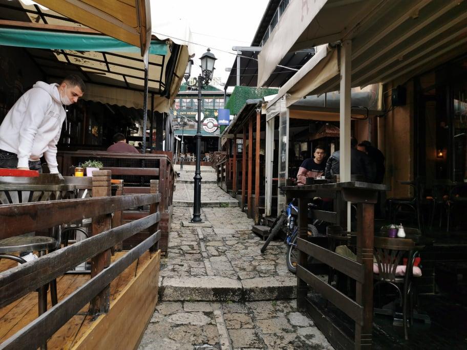 Bugünden kafe ve restoranlar çalışmaya başladı