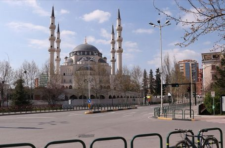 Tiran'daki Namazgah Camisi yakınında iki molotofkokteyli bulundu