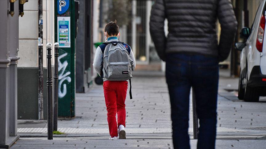Fransa'da okullar açıldıktan sonra 70 öğrencide Kovid-19 vakası tespit edildi