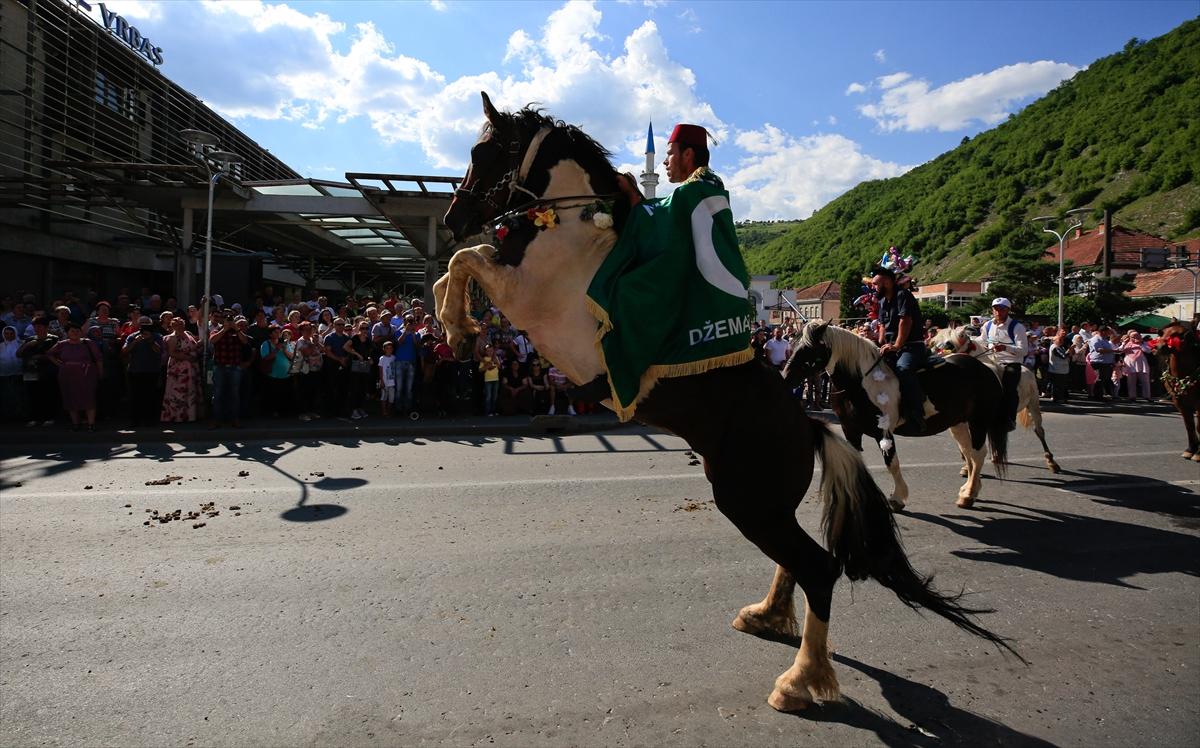 Bosna Hersek'teki geleneksel Ayvaz Dede Şenliklerine katılacak atlılar Prusac'a uğurlandı