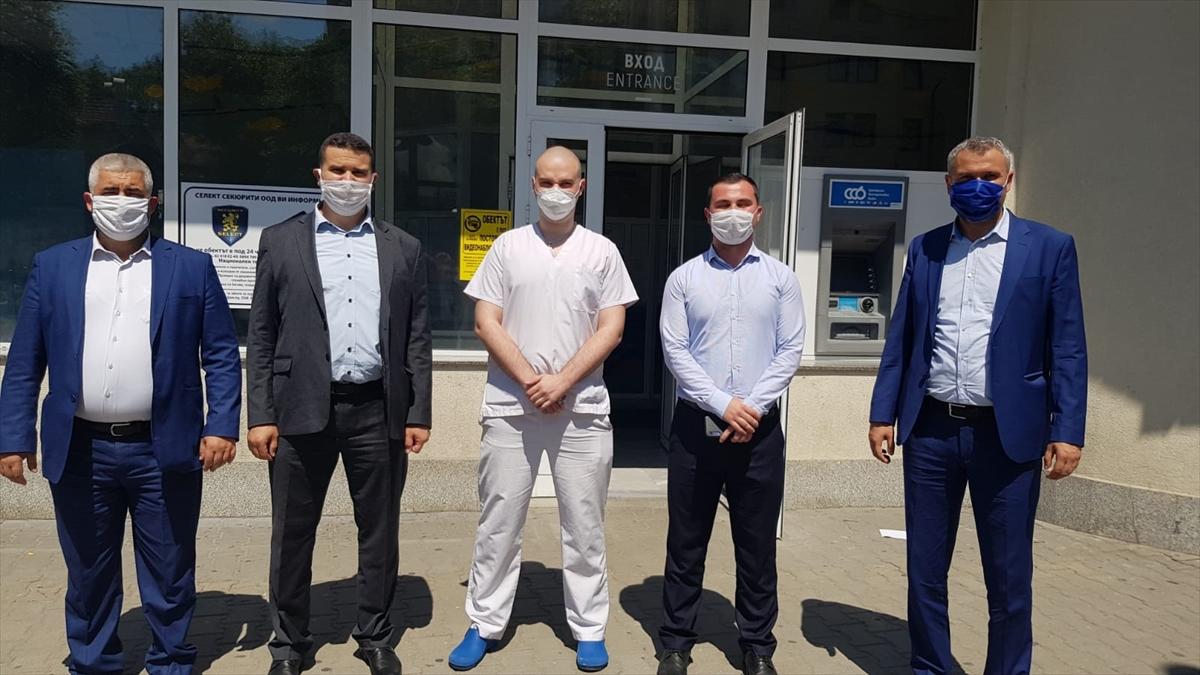 Bulgaristan'da ilahiyat liseleri hastanelere 2 bin maske bağışladı