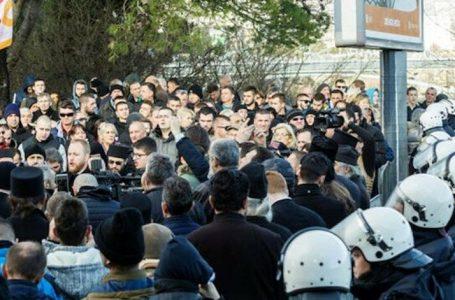 Karadağ'da Dini Özgürlükler Yasası Kovid-19 tedbirlerine uyularak protesto edildi