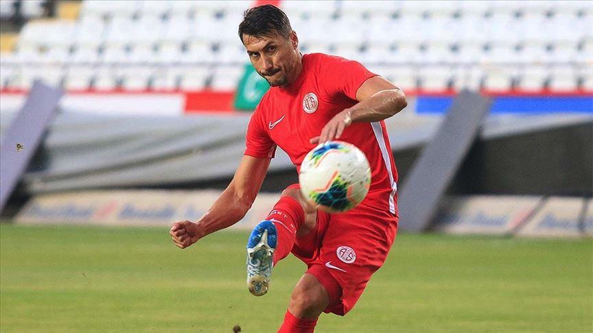 Makedonyalı futbolcu Jahovic penaltılardan attığı gollerle 'gol krallığı' yarışında iddiasını sürdürüyor