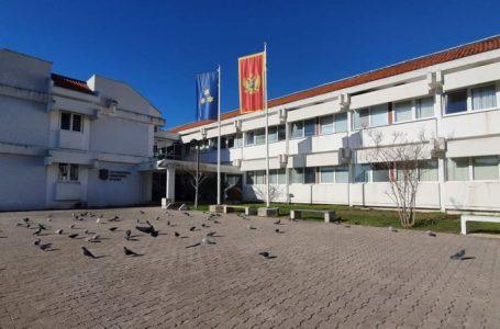 Karadağ'da görevi devretmek istemeyen belediye yetkilileri gözaltına alındı