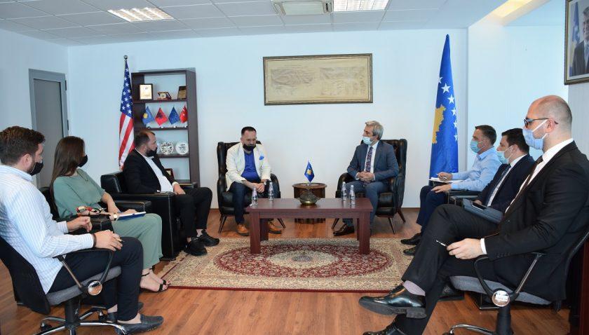 Kosovalı Tük Bakan, Kosova Ekonomi Odası Başkanı'nı kabul etti