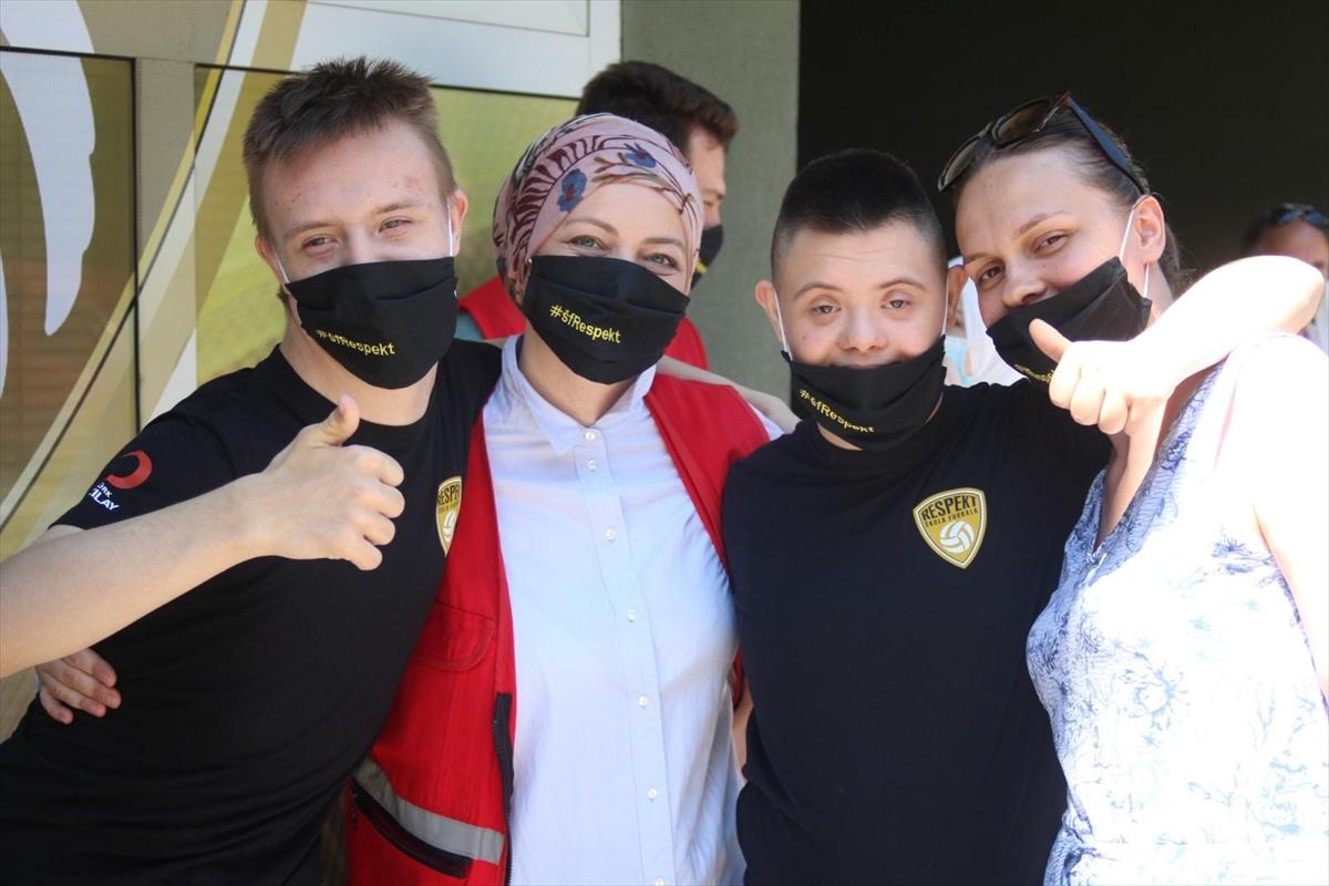 Türk Kızılay, Bosna Hersek'te çocuklar için açılan futbol okuluna destek verdi