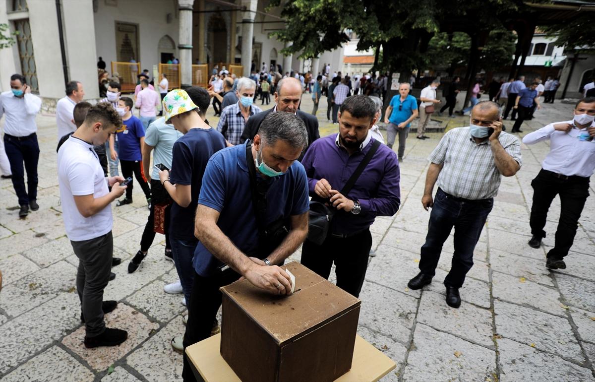 Bosna Hersek camilerinde Sancak için yardım toplandı