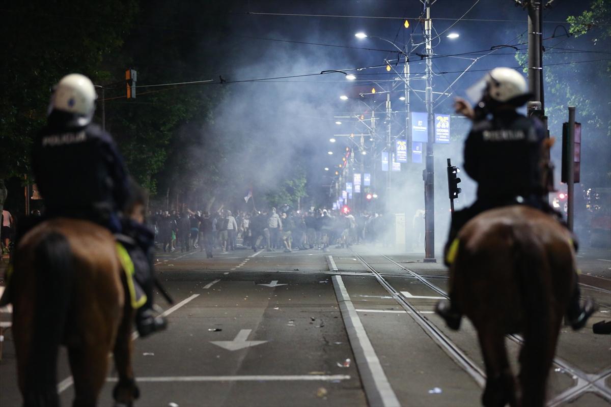 Sırbistan'daki protestoda 43 polis yaralandı, 23 gösterici gözaltına alındı