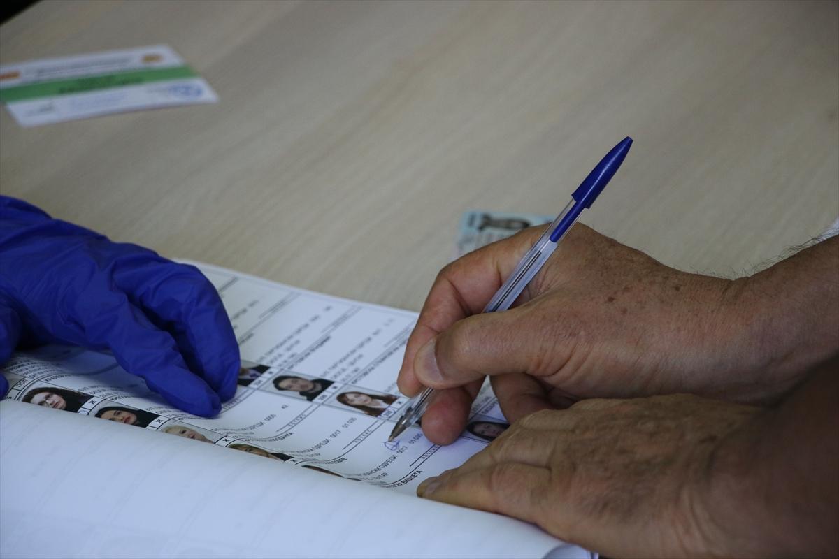Saat 13:00 itibariyle seçime katılım %23,81