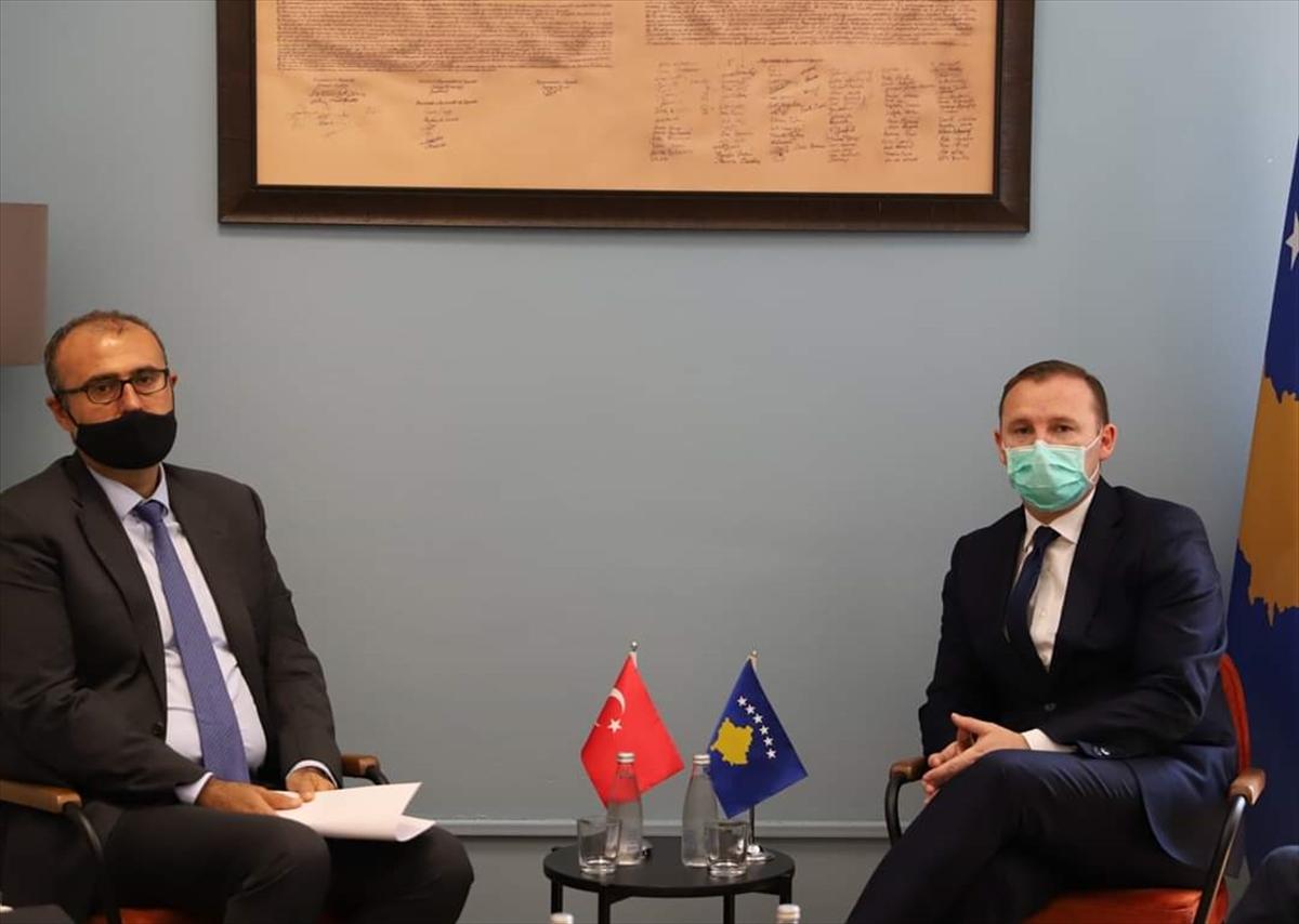 Türkiye'nin Priştine Büyükelçisi Sakar, Kosova Sağlık Bakanı Zemaj'ı ziyaret etti