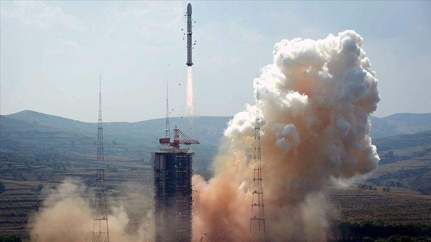 Çin, Mars keşif uydusu ve gezginci aracını uzaya fırlattı