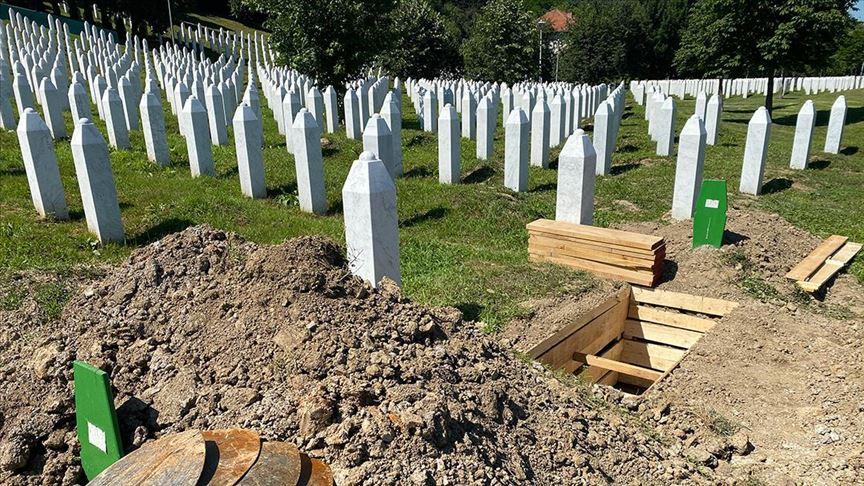 Srebrenitsa Soykırımı kurbanlarının cenazeleri Potoçari'ye ulaştı