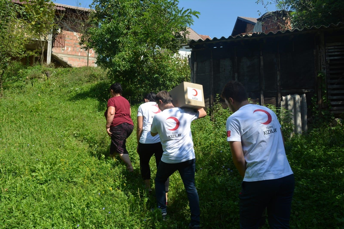 Türk Kızılaydan Bosna Hersek'teki ihtiyaç sahipleri ve yetimlere gıda yardımı