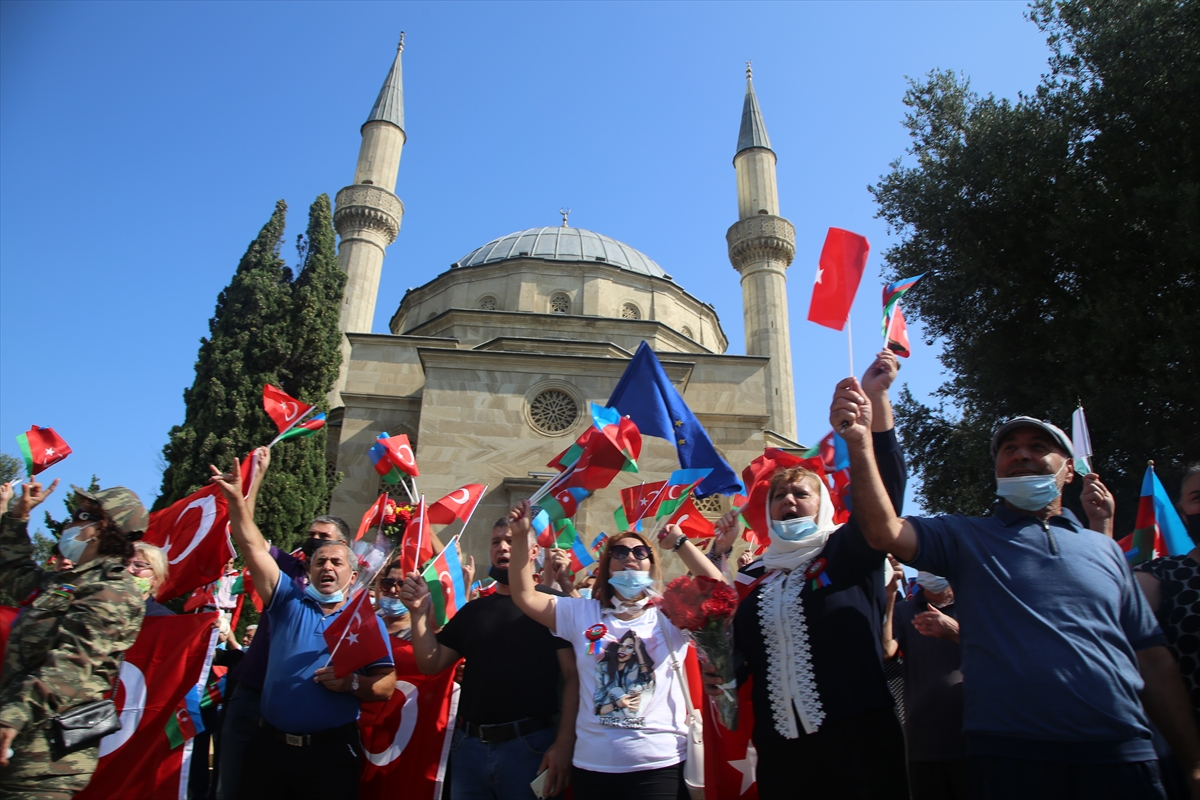 Azerbaycan'da Bakü'nün 102. yıldönümü kutlanıyor