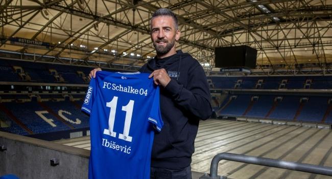 36 yaşındaki Boşnak forvet, Schalke 04'e transfer oldu