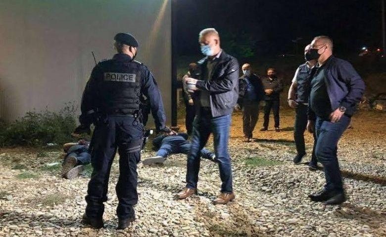 Kosova polisinden gece operasyonu: 10'u polis, 33 kişi gözaltına alındı