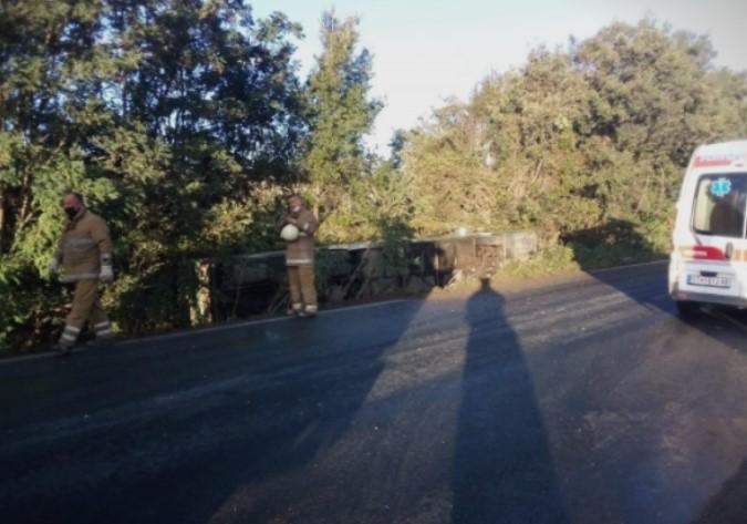 Kuzey Makedonyalı askerleri taşıyan otobüs devrildi