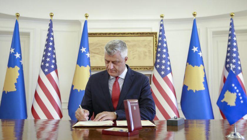 """Kosova'dan Trump'a """"Özgürlük Nişanı"""" verildi"""