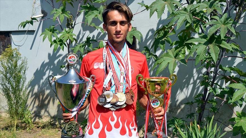 Çobanlık yaparken hazırlandı, 20 Yaş Altı Balkan Atletizm Şampiyonası'nda birinci oldu
