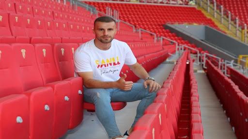 Göztepe, Boşnak futbolcu Burekovic'le sözleşme imzaladı