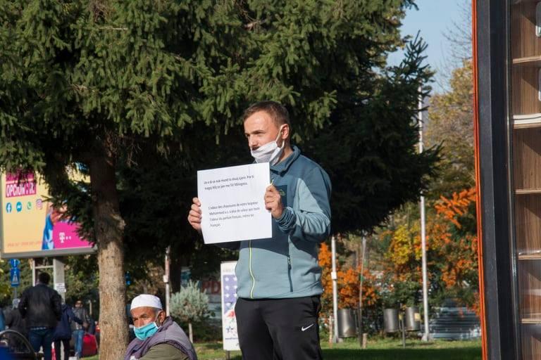 Kalkandelenli vatandaş tek başına Fransa'yı protesto etti