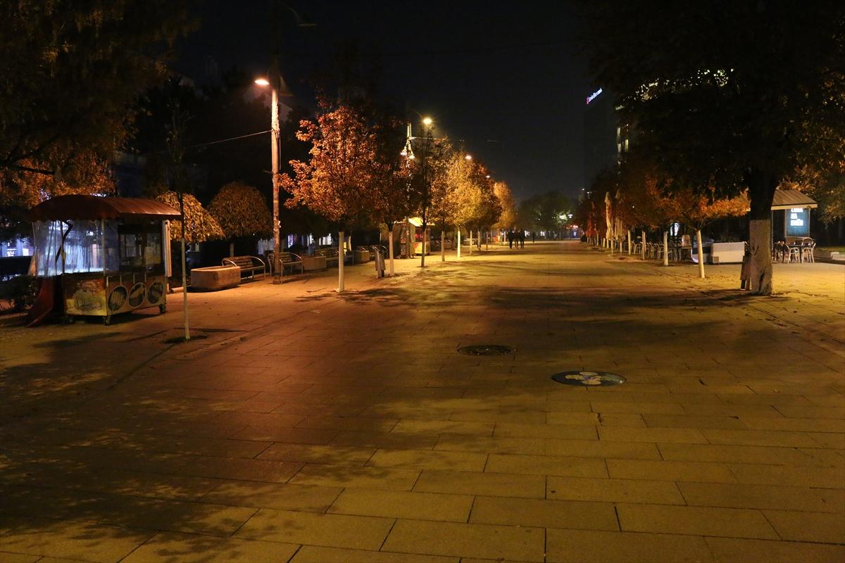 Kosova'da sokağa çıkma yasağı başladı