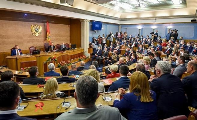 Karadağ ve Sırbistan büyükelçilerini sınır dışı ediyor