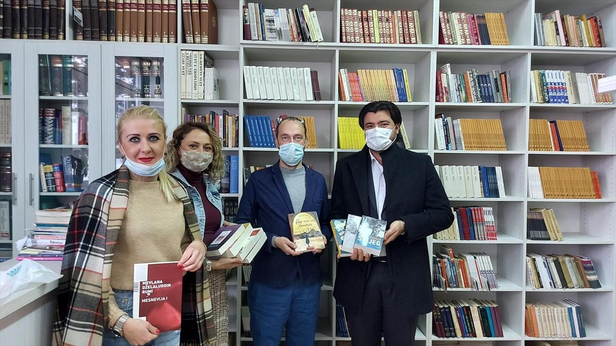 Yunus Emre Enstitüsünden Doğu Saraybosna'daki lise kütüphanesine kitap desteği