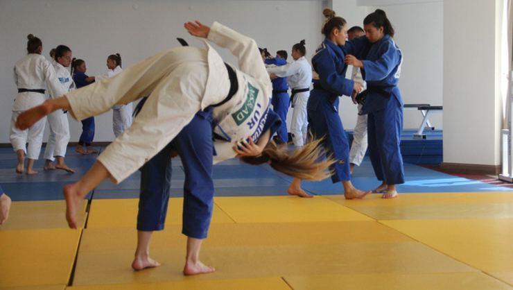 Türk olimpik kadın milli judocuların, Gürcistan, Kosova ve Bulgaristan ile ortak kampı sürüyor