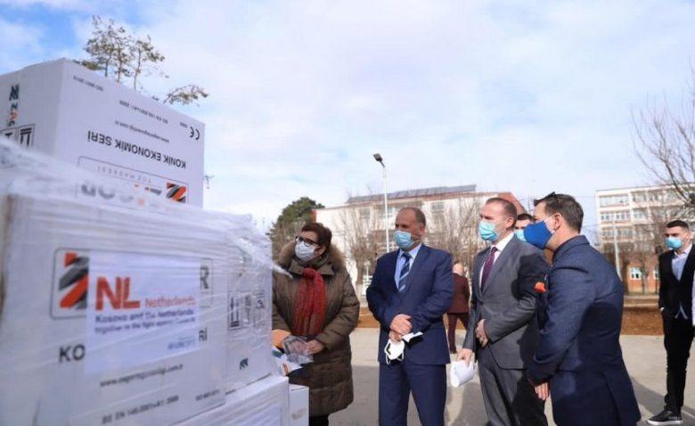 Priştine Devlet Hastanesi'ne maske desteği