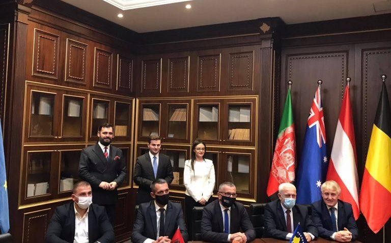 Arnavutluk Dışişleri Bakanı, Kosova'da temaslarda bulundu