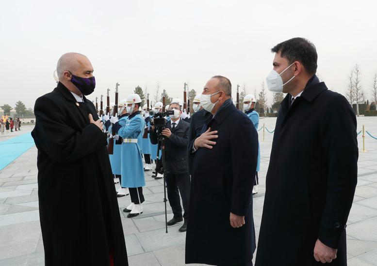 Dışişleri Bakanı Çavuşoğlu, Arnavutluk Başbakanı Rama ile telefonda görüştü