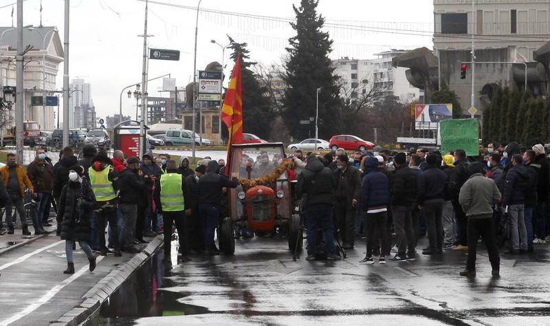 Tütüncüler hükümet binası önünde protesto düzenledi