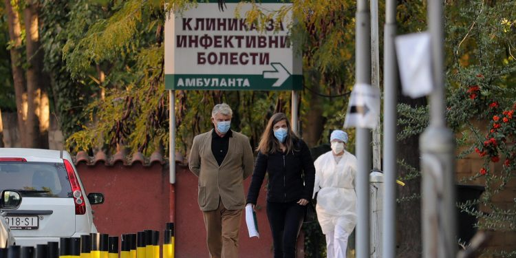 Ülke genelindeki Bulaşıcı Hastalıklar Kliniklerinde 671 hasta tedavi ediliyor