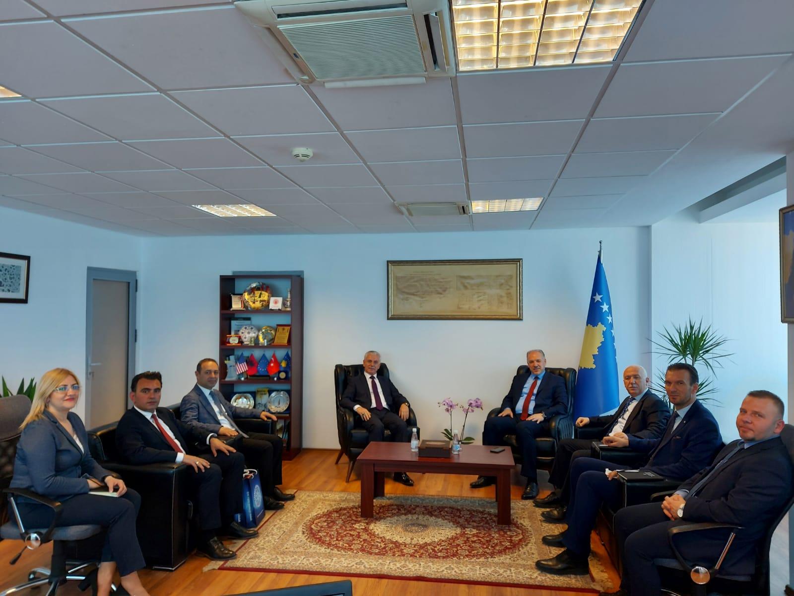 Vizyon Üniversitesi heyetinden Kosovalı Türk Bakan Damka'ya ziyaret