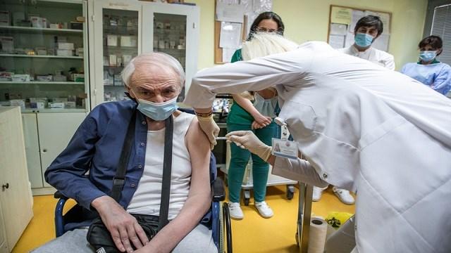 Karadağ'da Kovid-19'a karşı kitlesel aşılama başladı