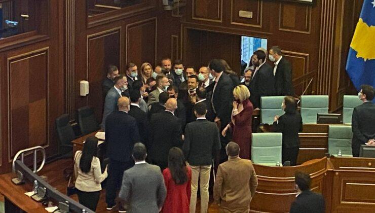 Kosova meclisinde tansiyon yükseldi, iktidar ve muhalefet arasında arbede yaşandı