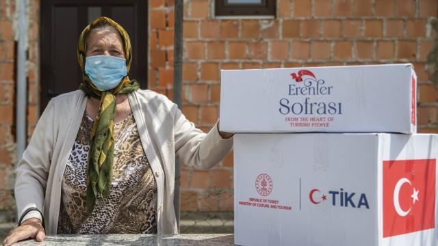 TİKA, Bosna Hersek'te ihtiyaç sahibi 1000 aileye gıda ve hijyen paketi dağıttı