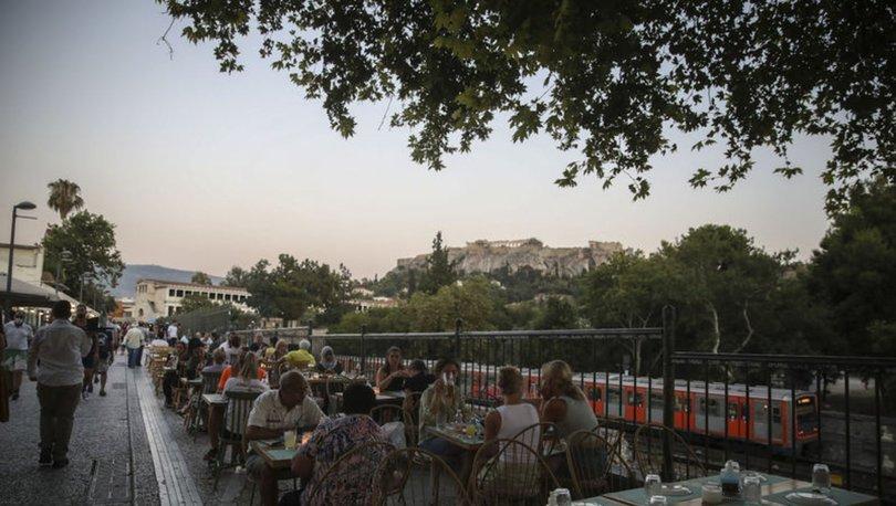 Yunanistan'da artan Kovid-19 vakaları kısıtlamaları sertleştirdi