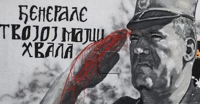 Belgrad'daki Mladiç grafitisine düzeltme: Eli kana boyandı